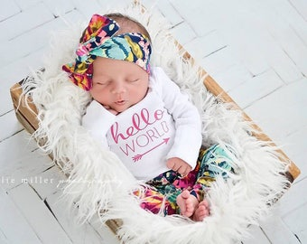 Hello world / hello world outfit / floral leggings / take home outfit / newborn pictures / baby girl outfit / hospital outfit / girl legging