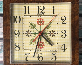 Electric Wall Spartus Plastic Woodgrain Clock As Is