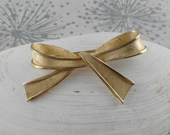 Golden Bow Brooch - Trifari Bow Brooch - Vintage Brooch - Classic Bow Brooch - Bow Brooch - Sweater Brooch - Gift for Her