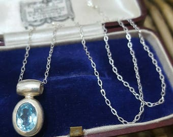 Vintage 925 sterling silver necklace, sparkly blue topaz, 1.086ct, beautiful