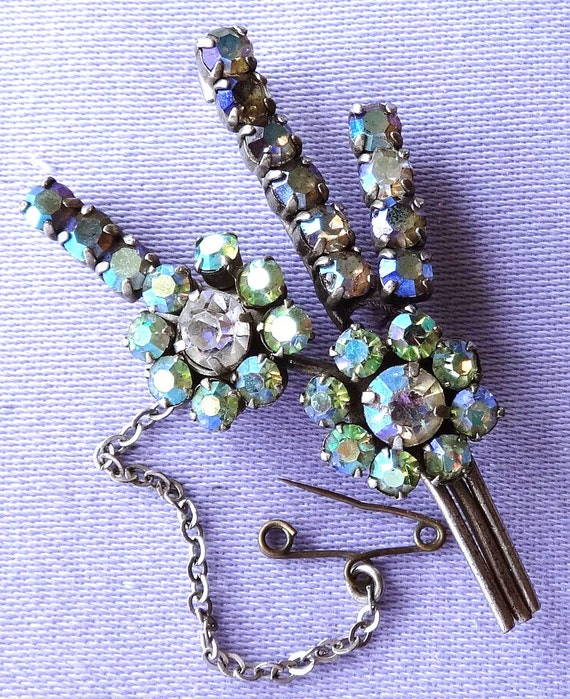 Lovely vintage 1950s blue green aurora borealis flower brooch with safety chain
