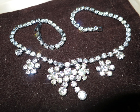 Lovely 1940s Art Deco silvertone  necklace 16 inches