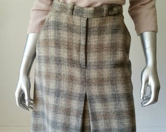 70s Vintage | Plaid Skirt | A Line Skirt | Tweed Skirt | Tea Length | Front Pleat Skirt | Skirt Pockets | Size 7 |