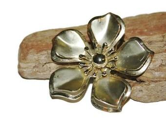 Large Gold Flower Brooch, Vintage Flower Brooch, 3D Brooch, 1950s Jewelry, Large Gold Pin, Floral Brooch, Vintage Brooch Pin, Gift for Her