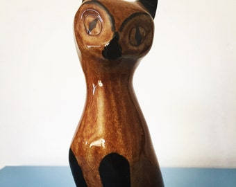 Pretty little Vintage Mid Century Siamese Cat Ornament by Guernsey Pottery