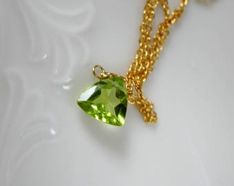 Tiny Peridot trillion faceted gold plated necklace Silber925