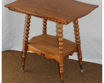 F4333 Antique American Oak 19th Century Lamp/Side Table with claw and ball feet