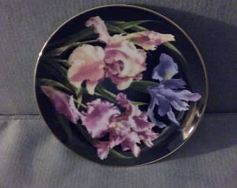 """Beautiful 1989 Danbury Mint """"Iris From The Flower Gardens Of Count Bernadotte"""" Limited Edition Collectible 8"""" Plate, Perfect Condition"""