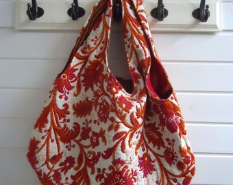 Reversible bag made of a tablecloth and cloth from Uganda