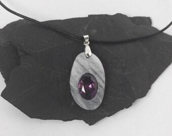 Pendant violet gem