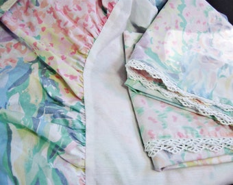 "Martex Bedding Queen Floral Bedskirt and 2 Matching Pillowcase, Vintage Bed Skirt, 13"" Drop"
