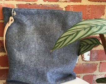 Large grey felt tote bag/shopping bag/knitting bag/project bag/market bag fully lined with interior zip/zipper pocket and leather strap