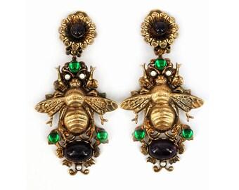 Bee clips earrings bumblebee jewelry Naturale amethyst caboshon Green Czech glass Pearl