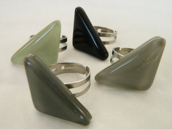 Triangular statement ring, Grey Black triangle adjustable steel ring,  handmade fused glass, Unique jewelry, Nickel free, does not discolour