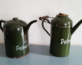 2 x petroleum / petrol emaille kan / decanter