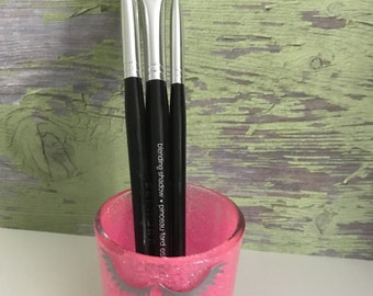 Eye makeup brush holder