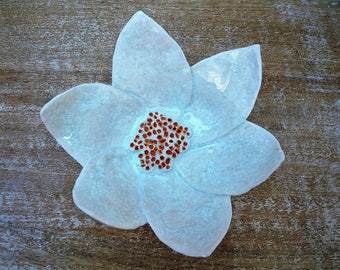 Cup flower in shades of white ceramic heart orange