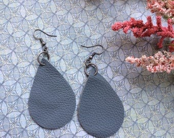 Teardrop chambray blue leather earrings, chambray leather teardrop earrings, chambray leather earrings