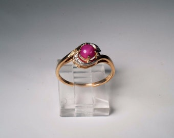 10K Yellow Gold Ruby Lindy Star Ring , 1.7 grams, Size 7