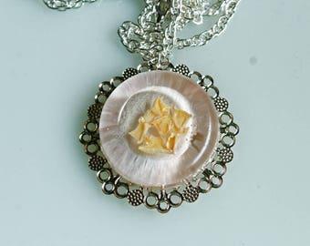 Necklace, resin, rose petals