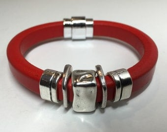 Bracelet - Zamak - Regaliz - Red Licorice Leather - Magnetic Clasp