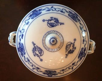Victorian Villeroy Bosh China art nouveau poppy pattern lidded casserole terrine from the late 19th century