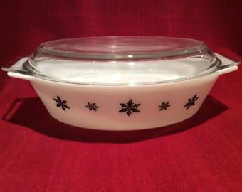 Pyrex JAJ Gaiety Black Snowflake 2.5 Pint Oval Casserole Dish circa 1960
