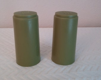 Vintage Avacado Green Plastic Salt and Pepper Shakers, Vintage Salt and Pepper Shakers, Plastic Salt and Pepper Shakers