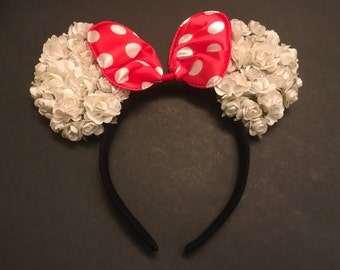 Minnie Mouse ears, party favors, costumes. White flores