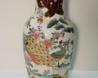 Large vase white background, reason peacocks with gilding, Asian style