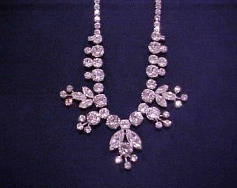 SHERMAN Rare Design Graduated Leaf & Pistal Motif Clear Stone Necklace 1950's - NICE!