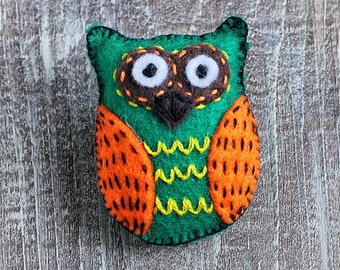 owl Felt brooch, owl pin, hand Embroidery brooch,  gift for women, felt jewelry,  Girlfriend gift, cute owl, Owl lovers gift, bird jewelry