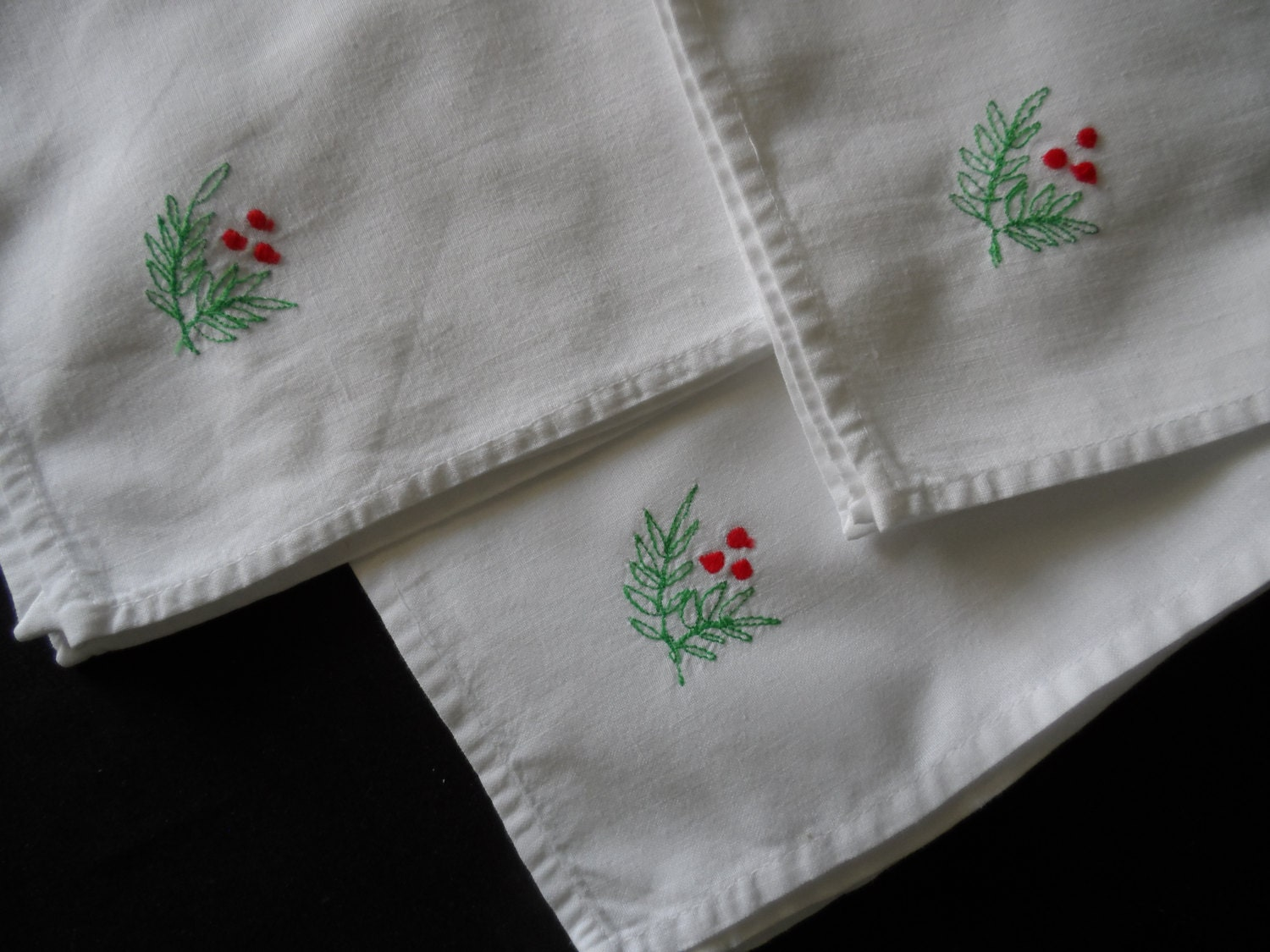 Vintage white cotton dinner napkins machine embroidered red