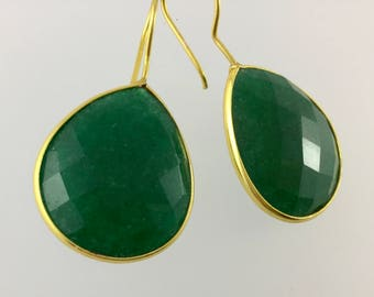 Emerald drop earrings/ Emerald earrings/green earrings/green drop earrings/Emeralds/drop/dangle/emerald dangle earrings/gold
