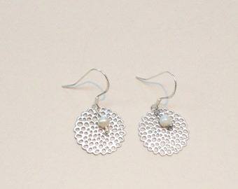 Silver earrings with freshwater pearl