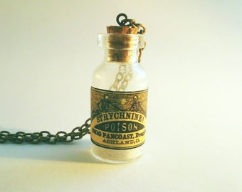 Strychnine poison chain | Gift chain. Poison trailer | Poison bottle. Gothic necklace | Steampunk necklace | Glass bottle |
