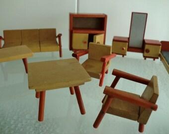 Doll house meubilair wooden furniture vintage houten poppenhuis meubels Bed kastjes bankjes fauteuils tafeltjes + kastjes - 10 delig