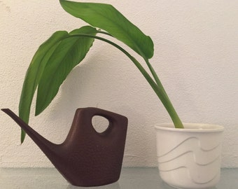 Watering can brown 1 L retro Vintage 1970's gieter plantengieter design plastic with bubbles
