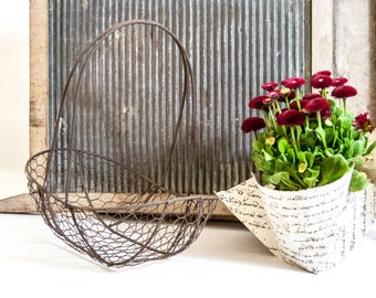 Rustic wire basket / rustic mesh basket / wire egg basket / metal flower basket / shabby basket / mesh metal basket / basket with handle