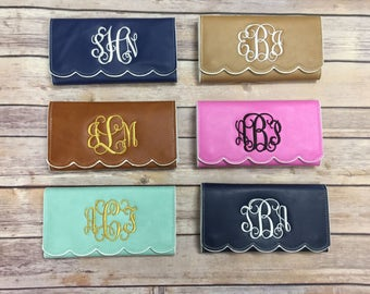 Scalloped Wallet, Embroidered Wallet, Personalized Wallet, Personalized Gift, Monogrammed Wallet, Personalized Gift, Bridesmaids Gift