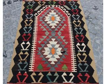 Kilim Rug,136x92cm,4'5x3'0ft,Turkısh Rug,Turkısh Kilim Rug,Small Kilim,Kilim,Rugs,Turkısh Kilim,Vintage Rug,Rugs,Handmade Kilim,Kilims,498.
