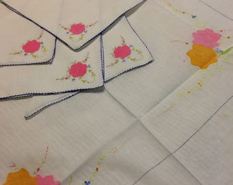 Vintage applique table topper and four napkins
