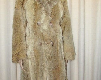 Vintage très  joli  manteau de fourrure de coyote/ Vintage beautiful coyote fur coat  SIZE SMALL  BUST 38