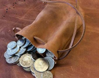 Coin pouch made of 100% genuine leather.