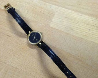 vintage gucci watch vintage 1980 s black and gold ladies gucci watch original leather band