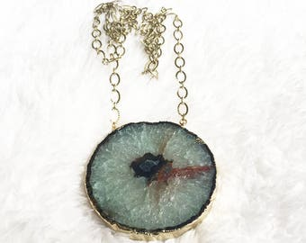 Necklace with agate stone mandala