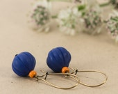 Pendant earrings made of vintage beads