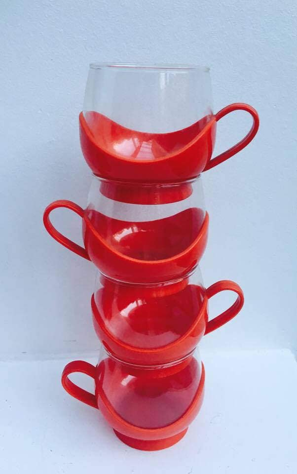 melitta set 4 cups red cups 70s 6 scaroni coasters cups with holder retro cups red cups. Black Bedroom Furniture Sets. Home Design Ideas