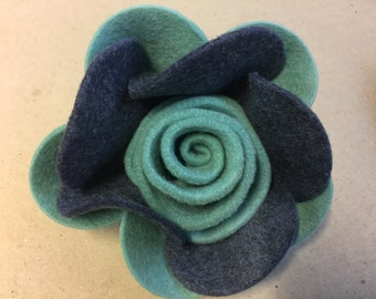 A classic rose, felt brooch - vintage style flower brooch