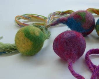 Felted cat toys, balls, with and without bells, handgevilt wool balls,